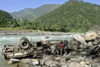 В Китае кусок скалы обрушился на автобус с пассажирами 5